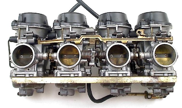 Ultrasoon reinigen carburateurs en overige onderdelen zoals bijv. injectoren